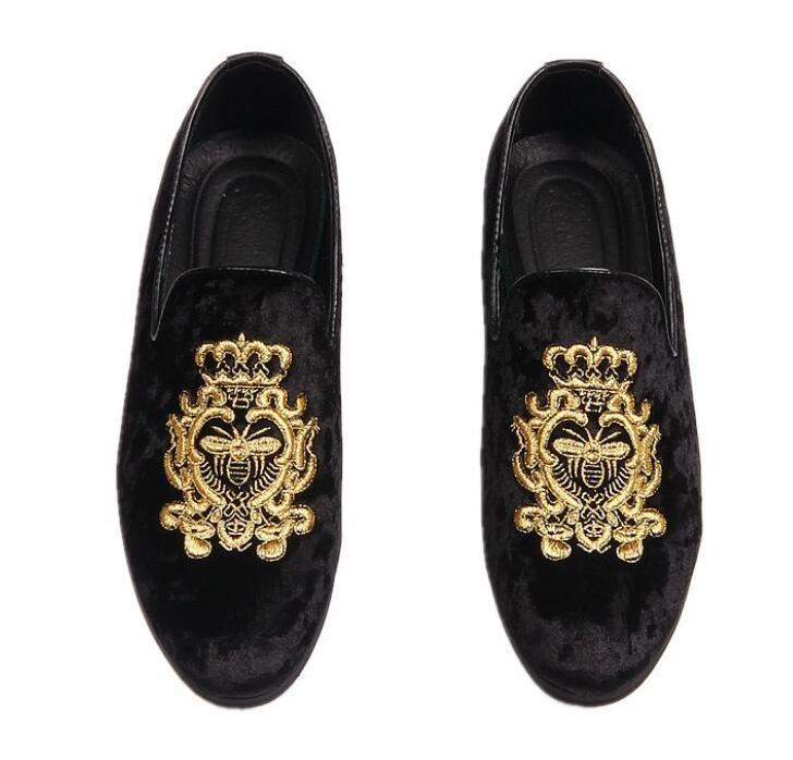 Nouvelle promotion printemps Hommes velours Mocassins Chaussures de soirée de mariage Style Europe brodé bleu noir velours pantoufles mocassins de conduite