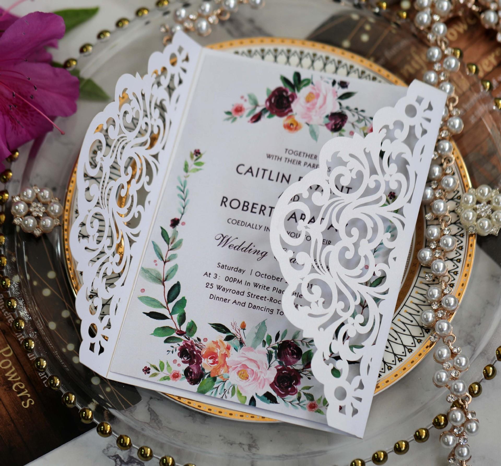 Recorte Tarjetas de boda Vintage Invitación de boda Tri-Doble Fold con cinta Bow Láser Cut Body Wedding Kit