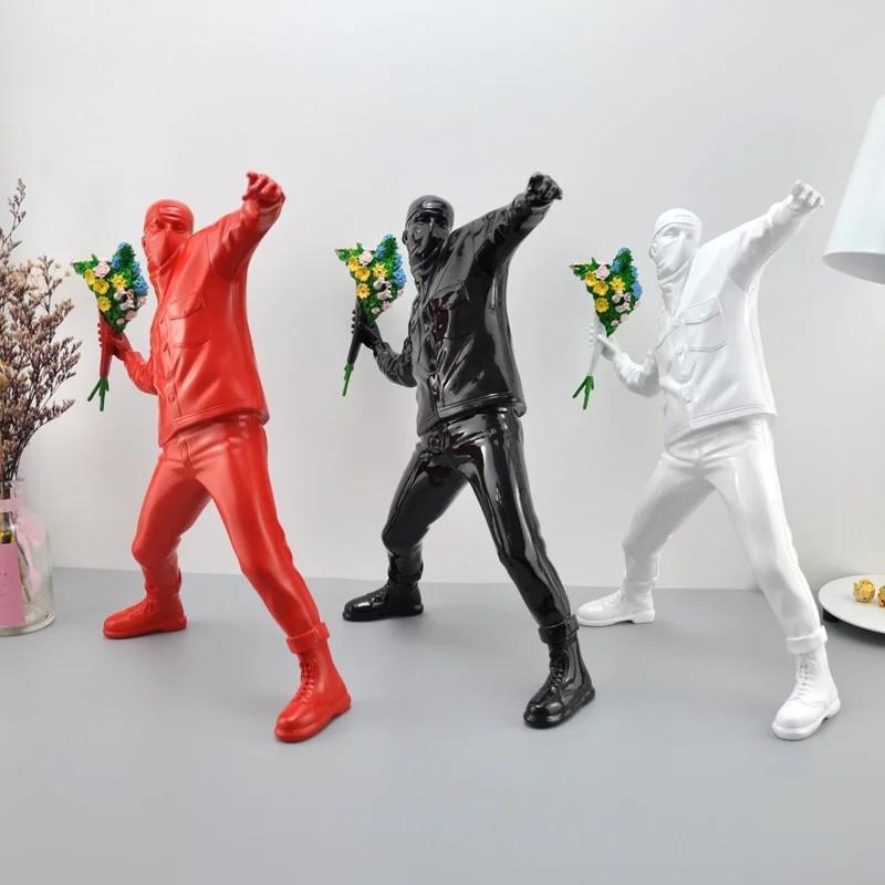 뱅크시 꽃 폭격기 수지 입상 영국의 거리 예술 던지기 꽃 조각 동상 폭격기 Polystone 그림 소장 예술