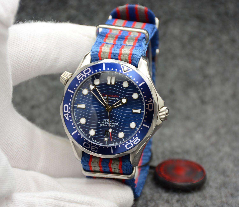 Cadran bleu avec montres en plein air pour hommes en plein air 2813 42MM avec cadran bleu avec lunette tournante bleue et fond transparent avec bracelet en acier inoxydable