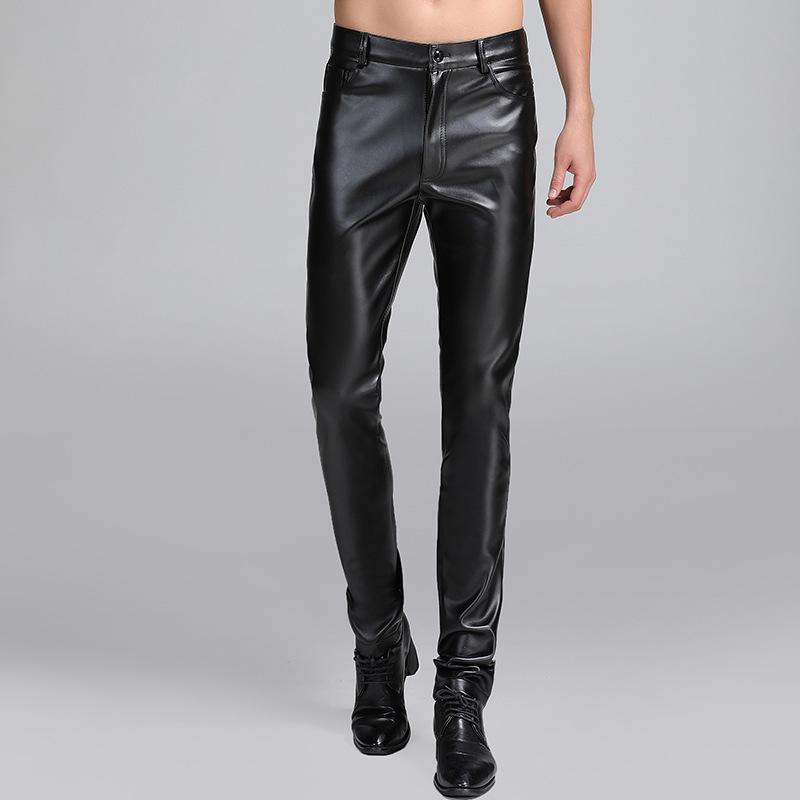 Nueva llegada Moda Hombres Pantalones de cuero flacos Pies pequeños Otoño Invierno Engrosados Pantalones Casual Longitud total más el tamaño 40