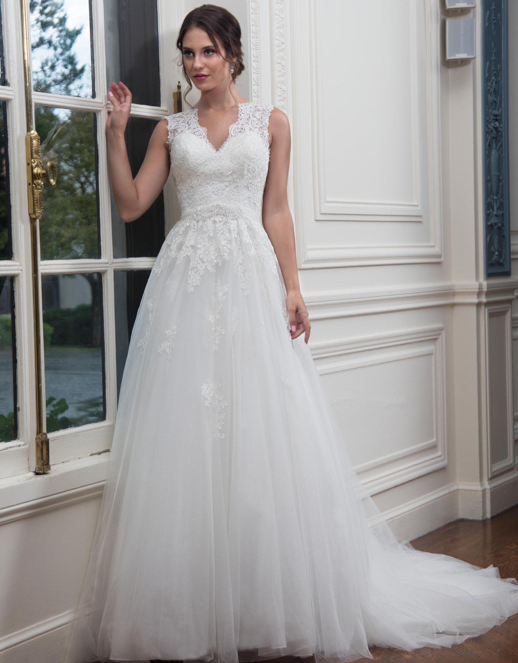 Vintage Country Wedding Dresses V Neck Appliqued A Line Tulle Bridal Gown Custom