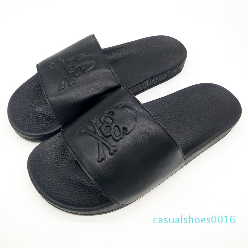 Verano de cuero Pareja cráneo de la vaca Negro sandalias de diseño para mujeres Zapatillas Mujeres Diapositivas cubierta Inicio Zapatos flip-flops tamaño grande de 45 Y200106 c16