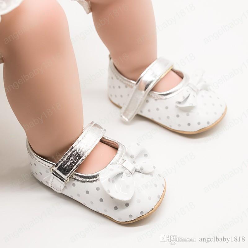 New Born Neonata infantile scarpe di cuoio PU Lace Scarpe principessa Baby Crown Primi camminatori mocassini per delle ragazze del bambino