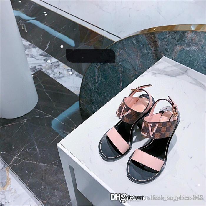 Il più recente per le donne è quella banda sandalo haute couture serie di sandali tacco a metà con un'altezza di tacco di 4.5 cm con l'imballaggio originale