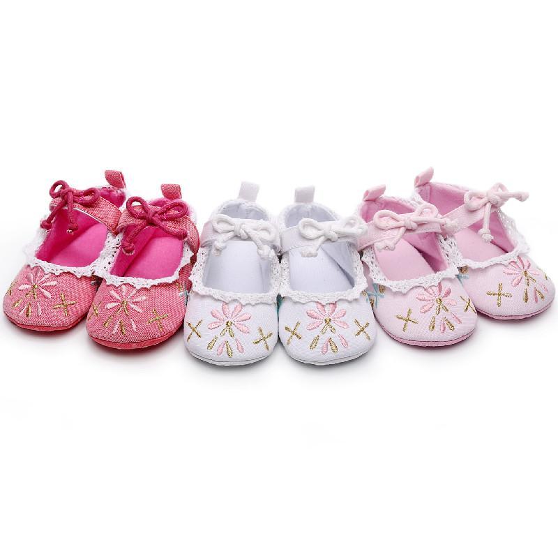 Baby-Kind-Schuh gestickte Blumen-Prinzessin Kleinkind-Schuhe Schmetterlings-Knoten-Spitze-weiche Sohle Neugeborenes Baby Firstwalkers