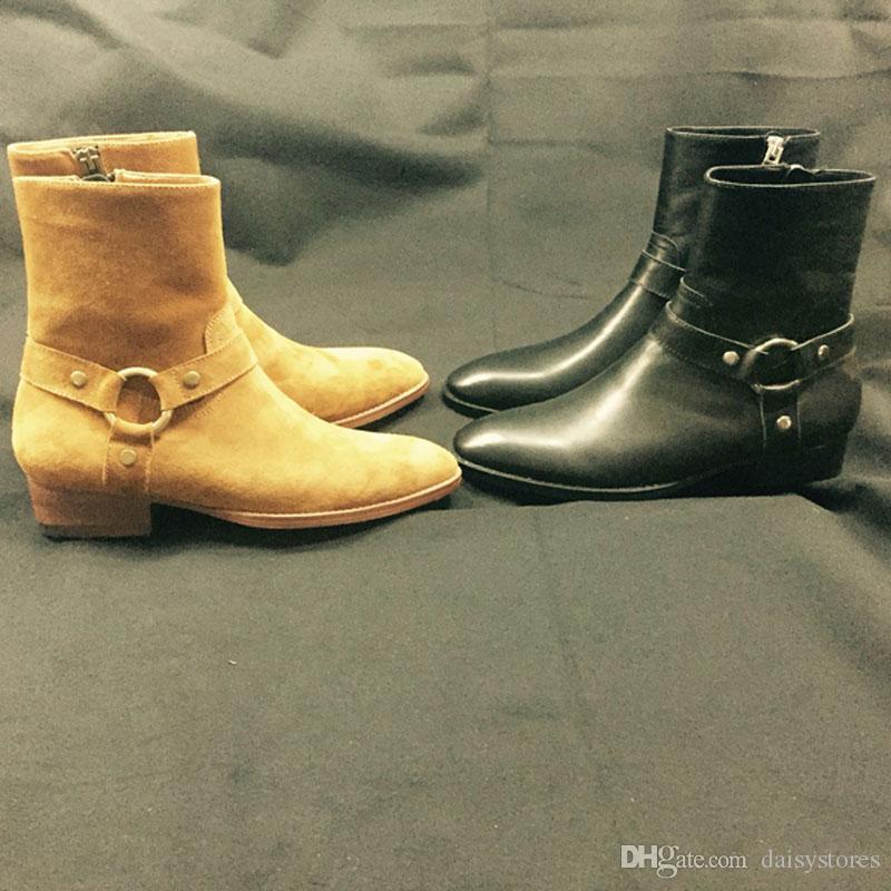 Diseñado en gamuza Hombre Pisos Botas punta redonda Slip-on Hombres Otoño Invierno Botines cortos Moda Hombre Zapatos