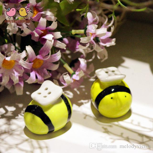 Honey Bee Jar Ceramic Salt & Pramic salt & pepper shakers Mommy and me bee shaped cruet Wedding gifts and favors Baby shower party souvenirs