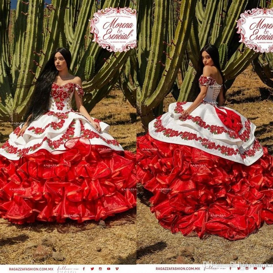 2020 New gekräuselten Blumen Charro Promkleider Schulterfrei Puffy Rock-Spitze-Stickerei Princess Sweety 16s Mädchen Maskerade Abendkleid