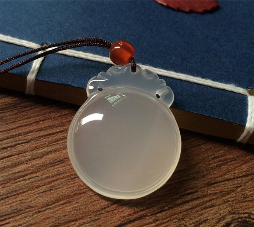 Un carico naturale occhiali calcedonio arte letteraria semi-preziosa pietra bianca ciondolo pendente calcedonio ciondolo al male di protezione