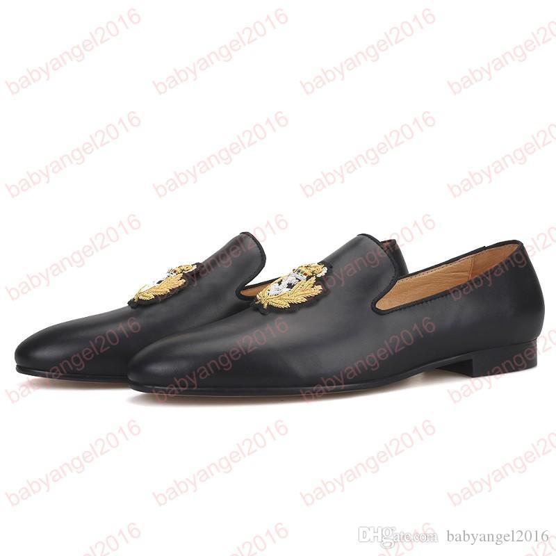 Neue Kuh Leder Männer Müßiggänger mit Gold Indien Stickerei Partei und Hochzeit Male Round Toes Driving Shoes Herrenschuhe Smoking Slippers