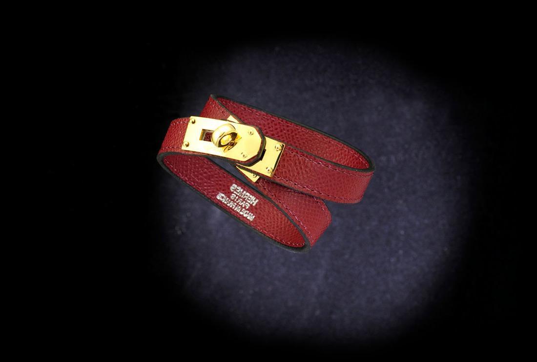 2019 Высокое Качество Знаменитости дизайн Письмо Пряжка браслет Натуральная Кожа Мода Кожа Клевер Манжеты Браслеты Ювелирные Изделия Красный С Коробкой