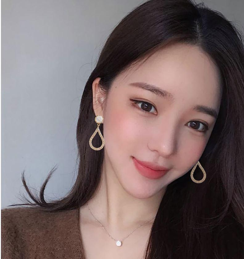 Pendientes rojos netos femeninos temperamento aguja de plata pendientes de la gota diseño coreano sentido S925 2019 nuevos nichos pendientes viento frío