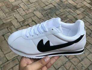 2020 новые горячие продажи Дешевые Мужчины / Женщины кожа Повседневная обувь Женщины и мужчины черный белый красный повседневная обувь кроссовки обувь Size36-44