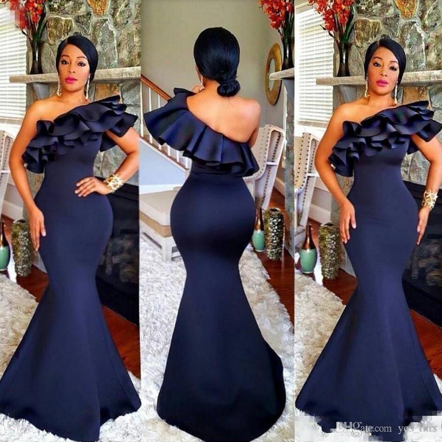 2020 Vente chaude Sexy Navy African Blue Mermaid Demoiselle d'honneur Robes Une épaule Vols à balayer balayer Train Plus Taille Fête de la fête des robes d'honneur