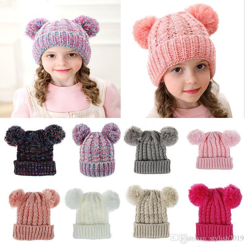 طفل متماسكة الكروشيه بيني قبعة الفتيات لينة مزدوجة كرات الشتاء الدافئة قبعة 12 ألوان في الهواء الطلق الطفل pompom قبعات التزلج DC814
