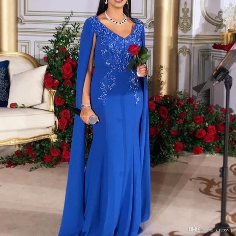 2020 Haute Qualité arabe Bleu robes de soirée avec cape en satin perles Applique col en V sirène robe de bal Plus Size Robes de Celebrity formelles