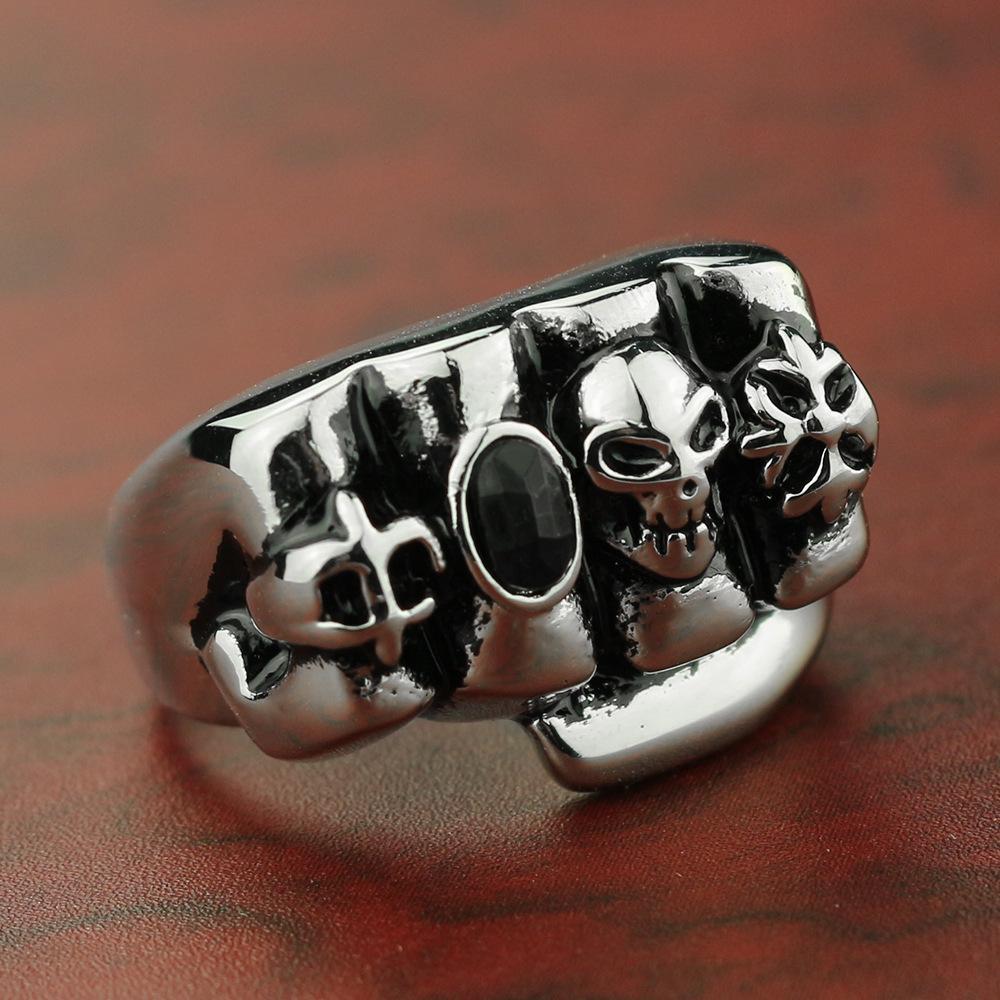 2020 neue populäre europäische und amerikanische Schädel-Faust Black Diamond Titanium Steel Ring Außenhandel eine Generation von Haar Erste Accessoires Herren