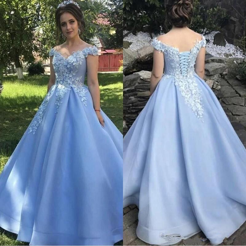 2020 Schönes Light Blue 3D-Blumenblumen Quinceanera Abendkleider Off Schultern Prinzessin Lace Satin mit Rüschen besetzten Bonbon-16 Kleid vastidos De