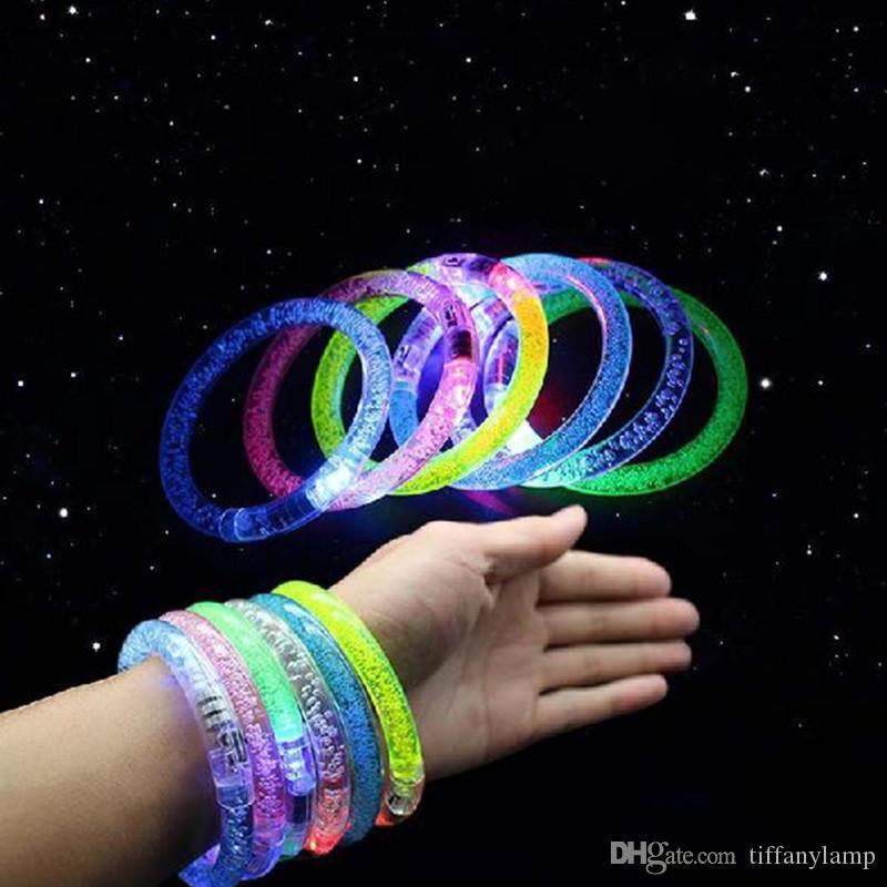 لعبة مضيئة LED اللمعان سوار الاكريليك تضيء معصمه بريق الوهج ضوء تدرج اللون سوار سوار حزب بار عيد الميلاد للأطفال