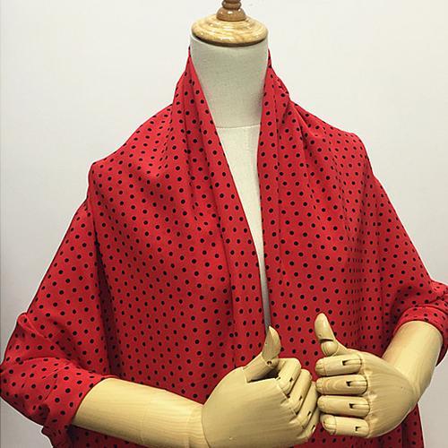 Estampado de lunares negros en la parte inferior roja de seda pura de Crepe DE chine tela de seda, SCDC992