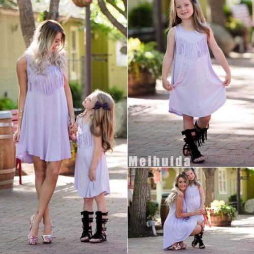 2018 nueva ropa de verano de la familia hija de la madre púrpura de la borla del vestido sin mangas de la playa de vacaciones Vestido de tirantes Mujeres Niños largo vestido de las niñas