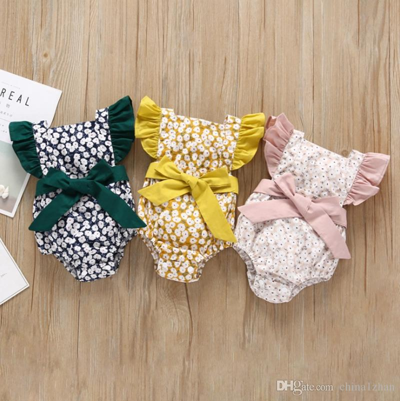 Bebek Kız Tulum INS Uçan Kollu Yenidoğan Tulumlar Yay Bebek Giysileri Tırmanmaya Çiçek Kız Yaz Rahat Çocuk Giyim 3 Renkler DHW2957