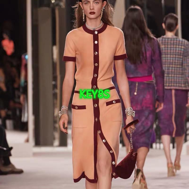 High-End-Frauen Mädchen Wolle Strickjacke T-Shirt Einreiher Kristallknopf Pullover kurze Ärmel Bluse Shirt Abschlag Modedesign Luxus
