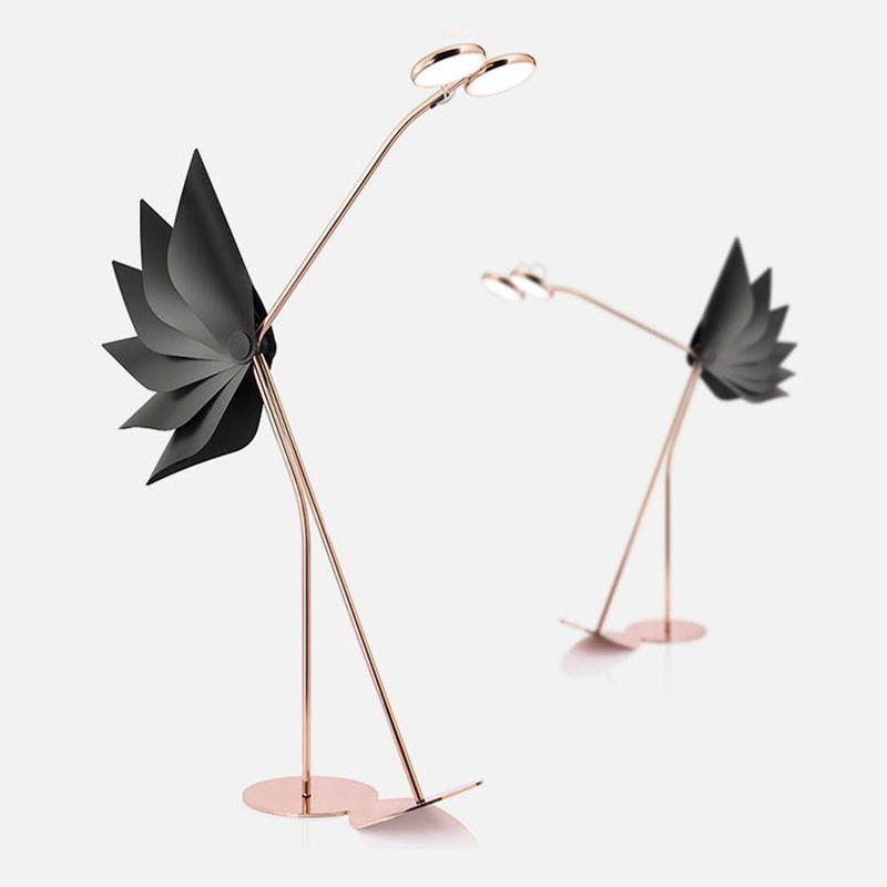 Nuevo diseño posmoderno de iluminación Personalidad Lámpara de personalidad Room Room Oro Red Red Avestruz Sala de estar Lámpara de pie Lámparas de pie