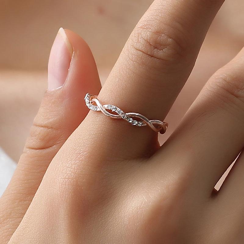 S997 موضة ساخنة مجوهرات للنساء تويست بسيط حزام النحاس خاتم الماس الزفاف