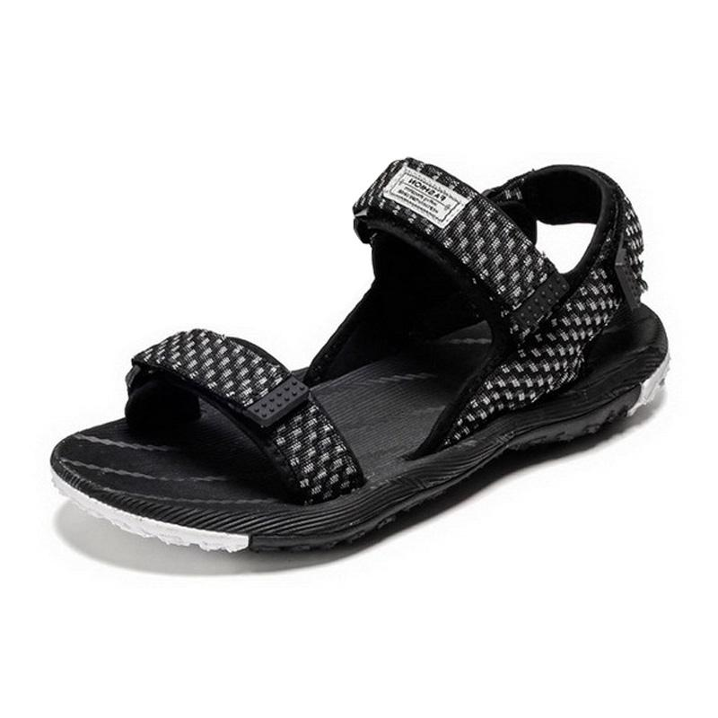Sandalias 2021 Hombres de verano Playa Calzado de vacaciones Forme Calzado masculino Plano Sin resbalón KA2403
