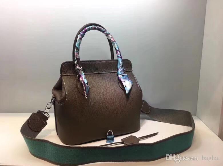 Fashion classics Shoulder BagsCross BodyToteshandbags brand fashion TOP luxury designer bags famous women Hand Bill Shoulder Slant Cowhide8x