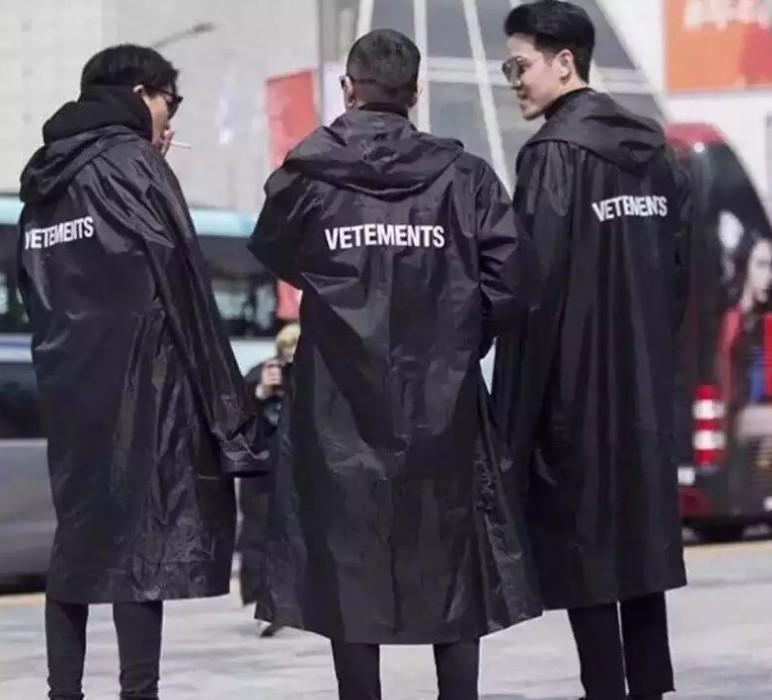 2020 مصمم رجالي خندق طويل سترة واقية VETEMENTS للماء معطف واق من المطر الصلبة لون الخريف الشتاء مقنع خندق معطف الاحرار الحجم