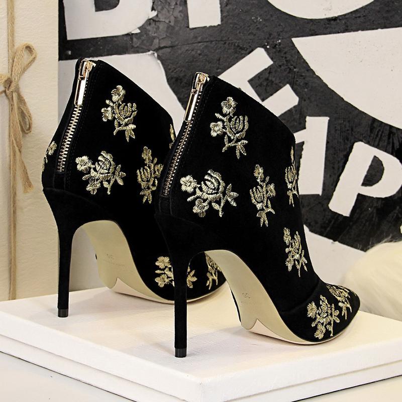 핫 Sale- 여성 섹시한 하이 힐 스웨이드 고무 신발 여성 뾰족한 발가락 꽃 옷의 부틸 damskie의 botki에 대한 발목 부츠를 자수