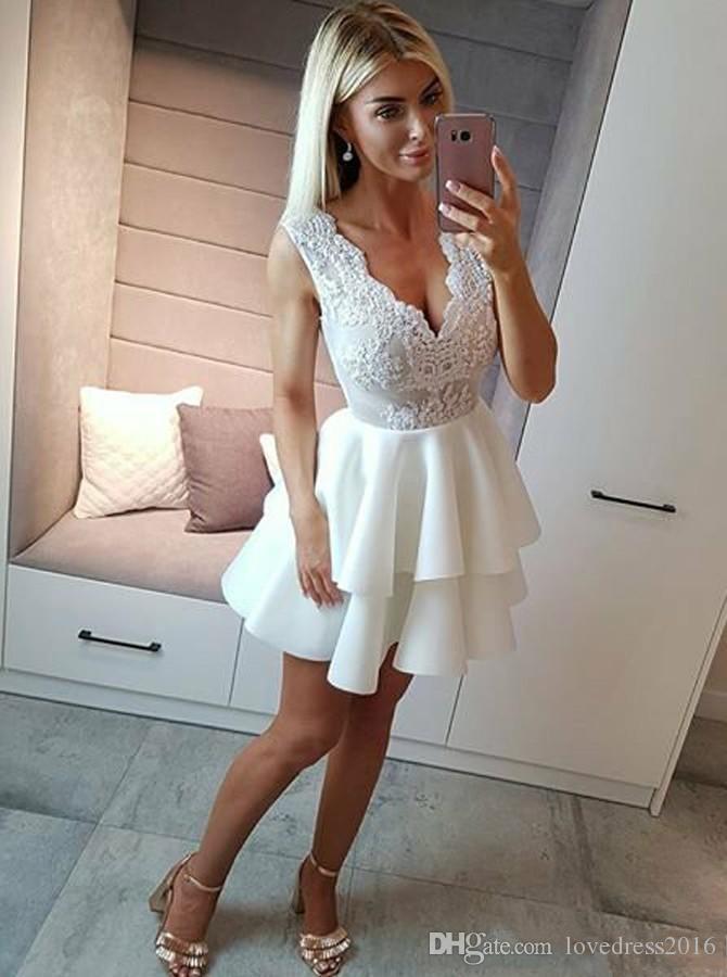 Vendita calda a file A Line Short Homecoming Abiti 2019 Sexy scollo a V in pizzo Applique Zipper Cocktail Party Gowns