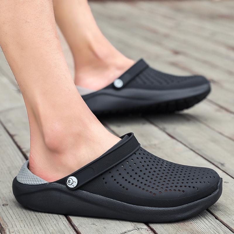 2020 Nouvelle arrivée Croc Sabots Chaussures d'été unisexe été sandales de plage hommes Crock plat trou Chaussures Mans Piscine Slipper MX200528