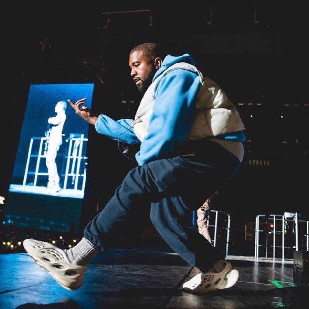 YÜZ DERGİ Eğitmenler Womens İskelet Tasarımcı Sneaker Yaz Spor Plajı İÇİNDE 2020 Delik Shoes Releasing Kanye West Köpük Runner