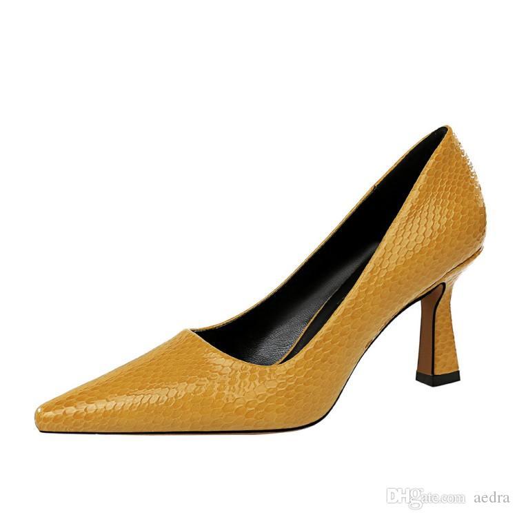 Las nuevas llegadas bombean los zapatos de las mujeres dedo del pie acentuado impresión de la serpiente zapatos de vestir se deslizan en los zapatos de tacón cómodo Señora Tamaño 43 Zapatos