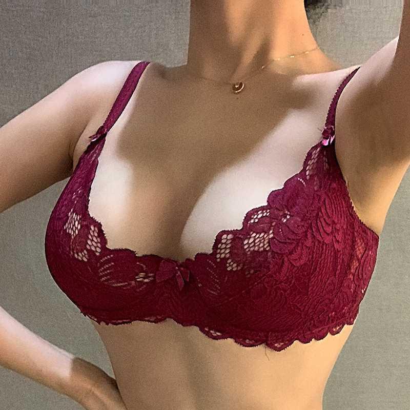Belle Soutien-gorge en dentelle transparente florale et lingerie sexy de femmes Panty Set Bras Sous-vêtements femmes Ensembles Intimate Plus Size Brassiere