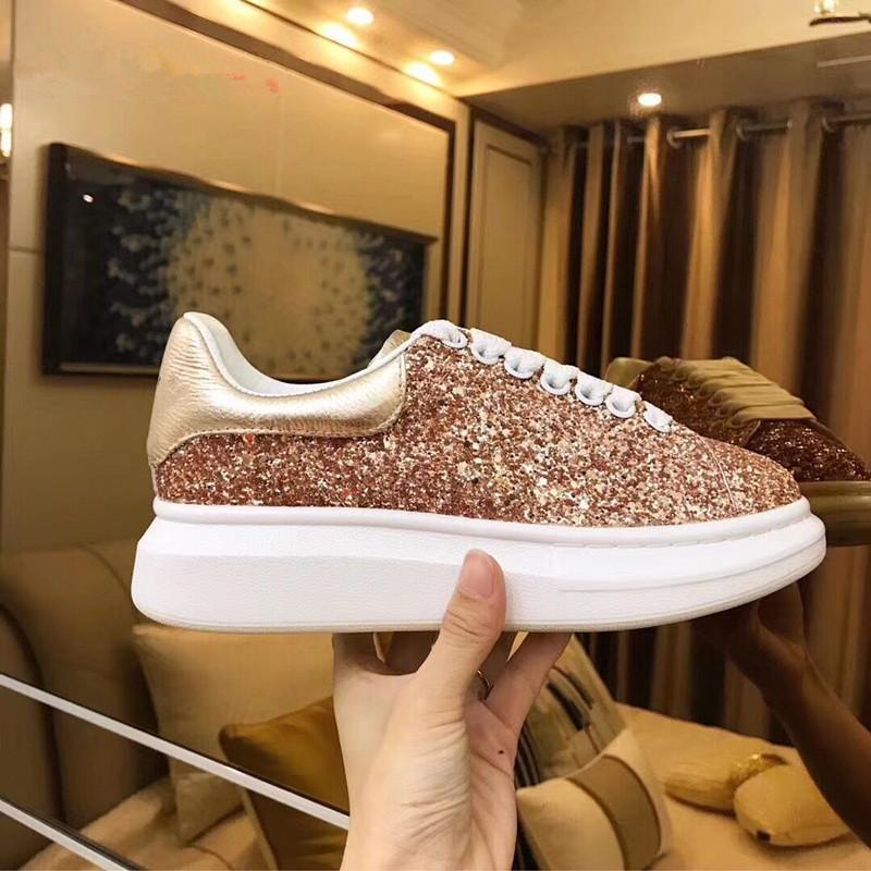 Scarpe casual in pelle 2019 Luxury Fashion Classic Piattaforma Trainer delle donne degli uomini della Marina della pelle di serpente c22 3M Sneakers Velvet Chaussures Glitter