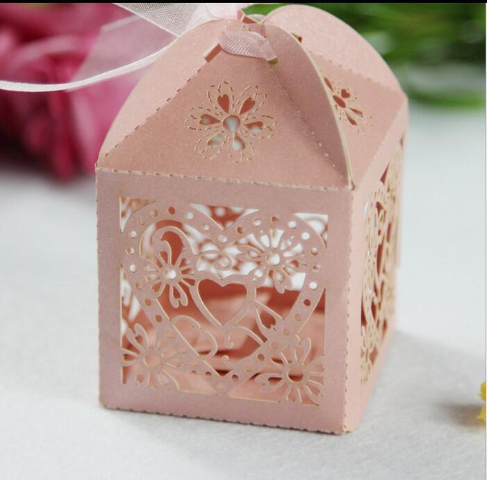Eco Friendly bricolage boîte de cadeau de mariage de coeur Laser Cut bonbons Boîtes Favor avec ruban pour soirée de mariage Décoration de table