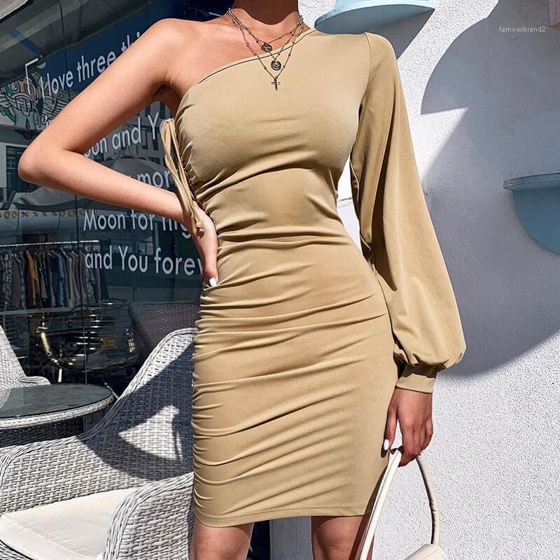 Kleider Schnürsystem reizvolle dünne Normallack lange Laterne Sleeved Bodycon Kleider Mode für Frauen-Partei-Kleider einer Schulter Frauen