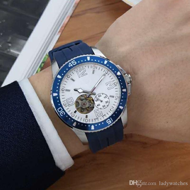 Mens montres de luxe designer montres mouvements mécaniques automatiques en acier inoxydable 316L cas en verre cristal minéral sangle caoutchouc bleu X268