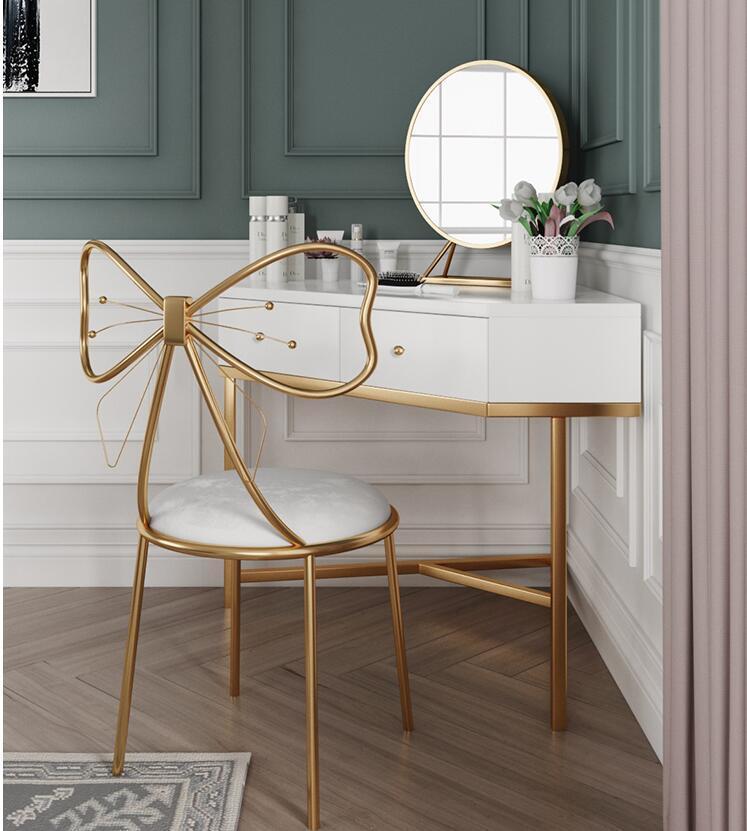 İskandinav giyinme tablo yatak küçük daire, modern minimalist ışık lüks köşe makyaj masa net tablo soyunma kırmızı