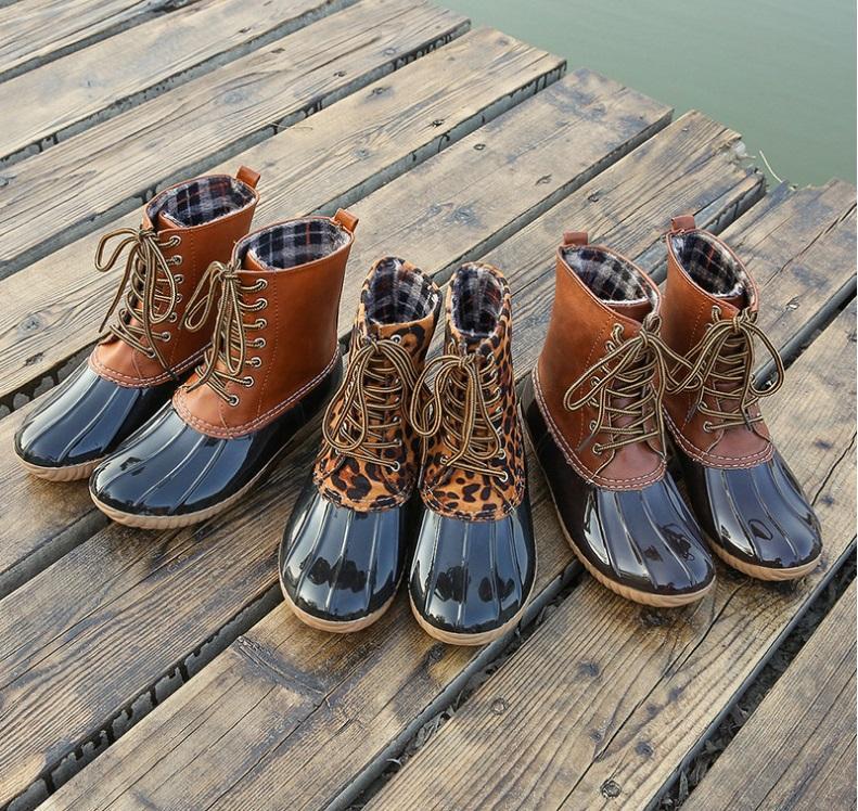 2019 Nova Mulher botas de pato com Lace Unisex Senhora E Menina Sapatos tornozelo pvc Adultos antiderrapante impermeável respirável Casual Dias chuvosos Necessary