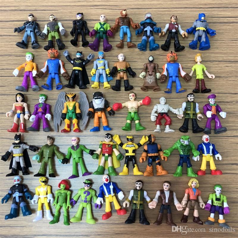 액션 피겨 장난감 선물 2 인치 임의 7PCS / 많은 DC 슈퍼 영웅 슈퍼 히어로 배트맨 플래시 할리 퀸 조커 포이즌 아이비 로빈 Catwomen 달력 남자