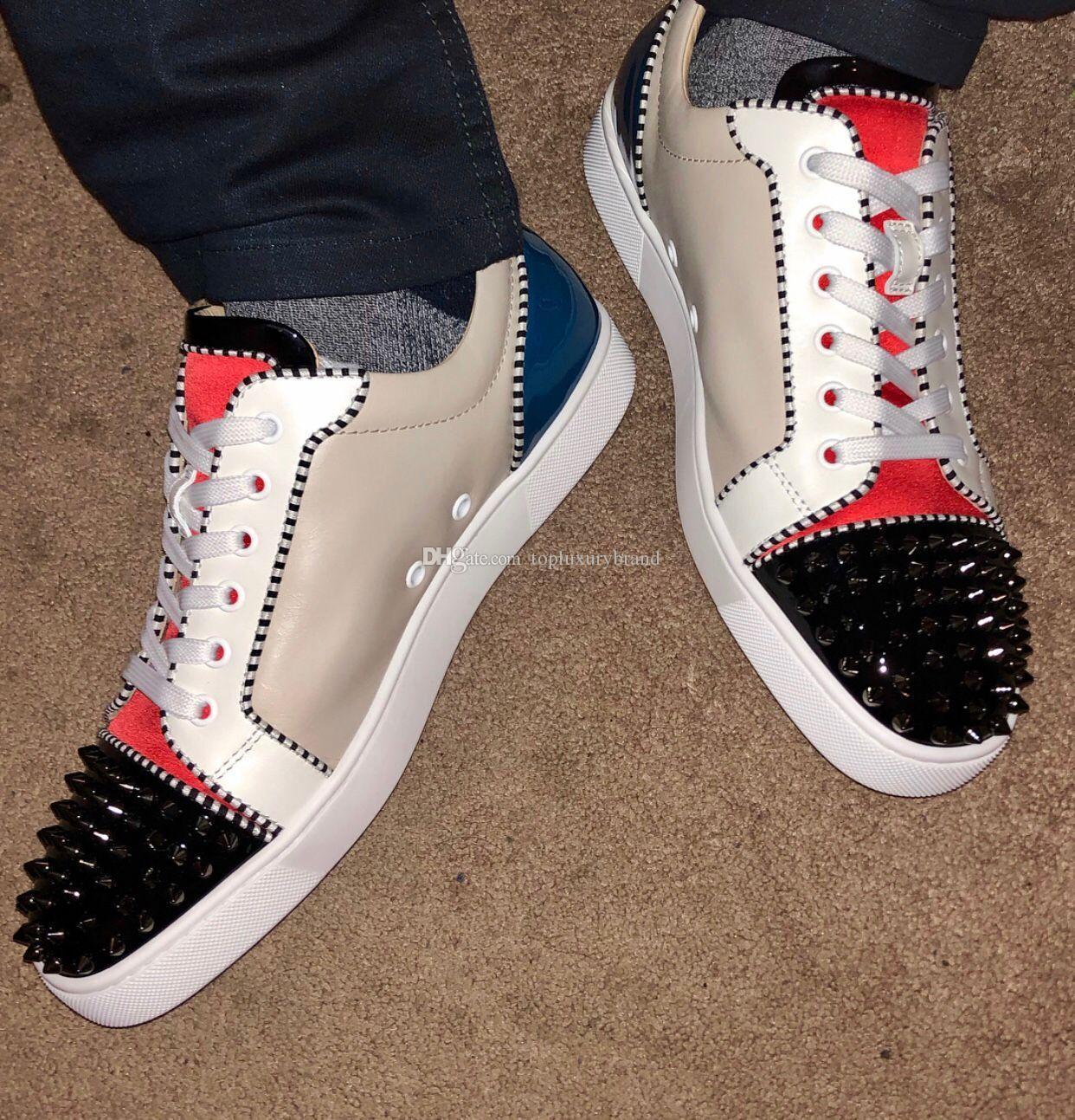 Luxo Shoes Projeto solas vermelhas, masculino Primavera-Verão Low Top parte inferior vermelha de couro Homens Plano Spikes Patchwork Sneakers Studded Toe Lace-up Tr