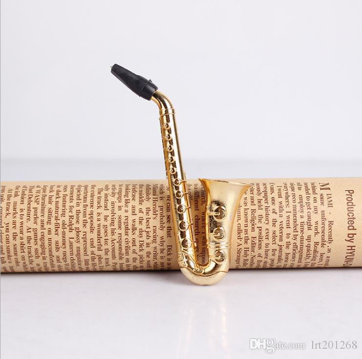 Pequeno Chapa de Metal de Saxofone Que Fumaça Chamamento de Chamadas
