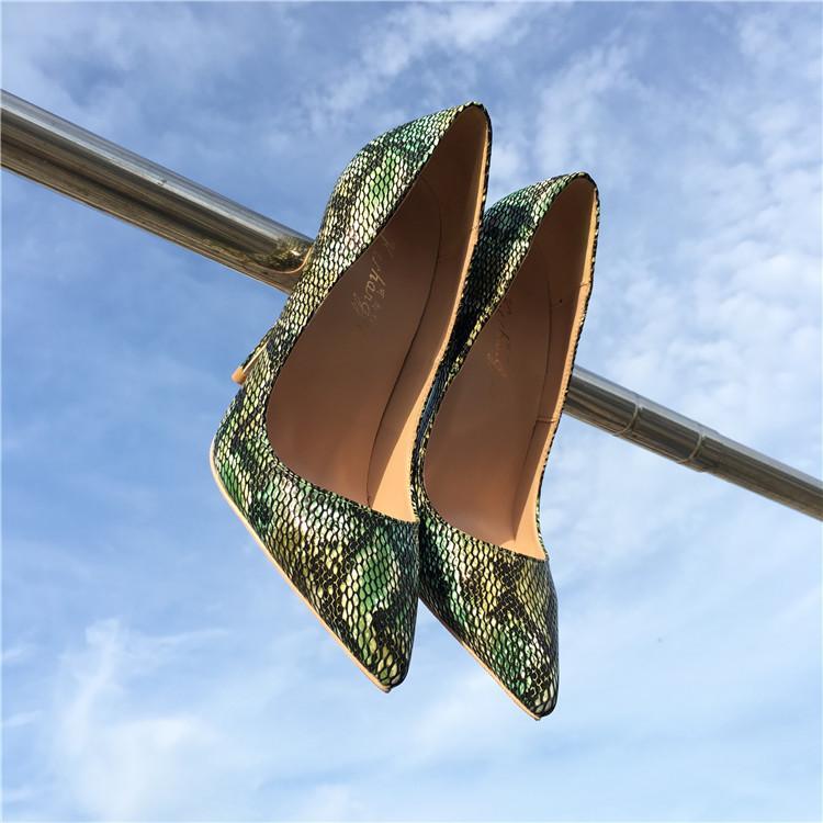 zapatos de boda verde picos de patentes punto del dedo del pie zapatos de tacón alto de la novia foto real de 12 cm 10 cm 8 cm de la marca nueva manera del verano de 2020 mujeres bombea