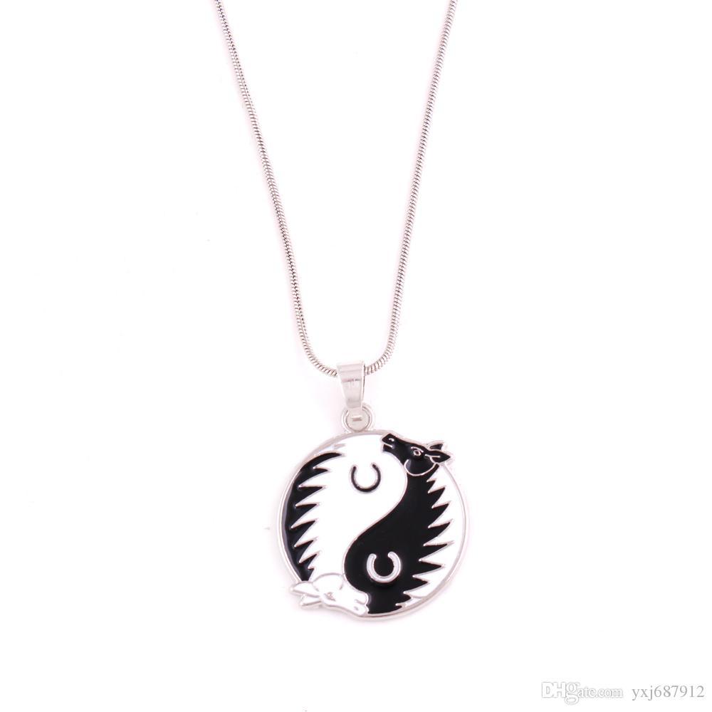 HX27 CAVALO Yin Yang Pingente Tao Yinyang Esmaltado Cavalos amuleto Pingente de couro corda cadeia / trigo link / cadeia de cobra colar